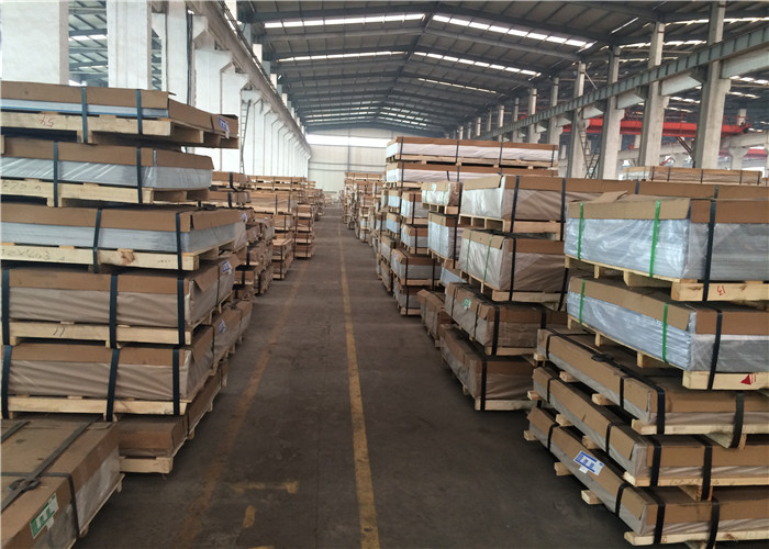 Diamond Patterned Aluminium Alloy Sheet High Weather Resistant 200 - 3000mm Width